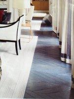 drewniana podłoga w salonie
